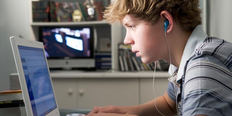 Как подростку заработать деньги в интернете на карманные расходы или учебу
